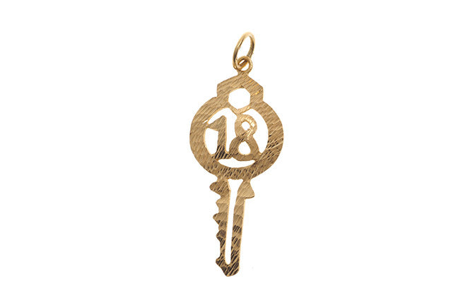 22ct Yellow Gold Key '18' Pendant (3.2g) P-5548