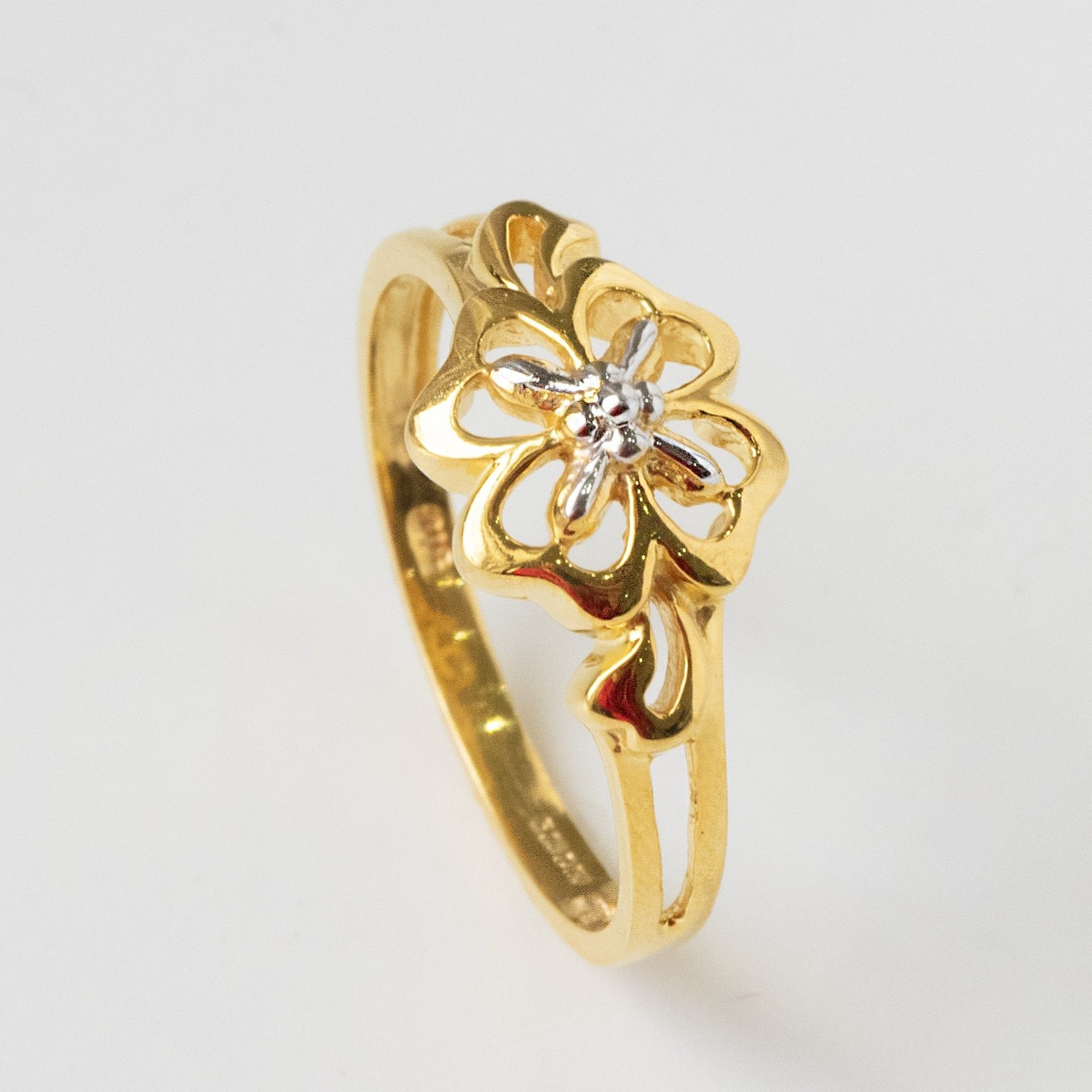 22ct Gold Dress Ring with Four Leaf Clover Design (3.53g) PLR19004