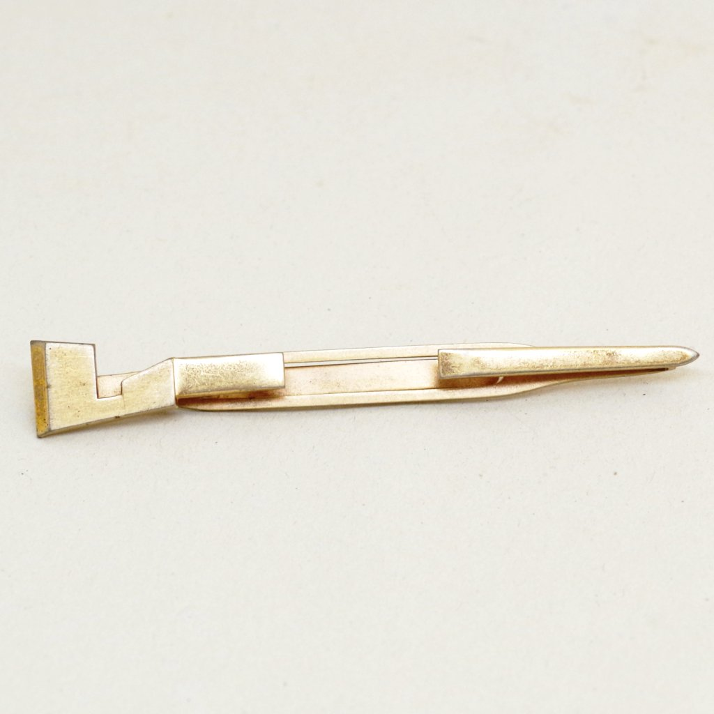 Gapped Spike Tie Bar
