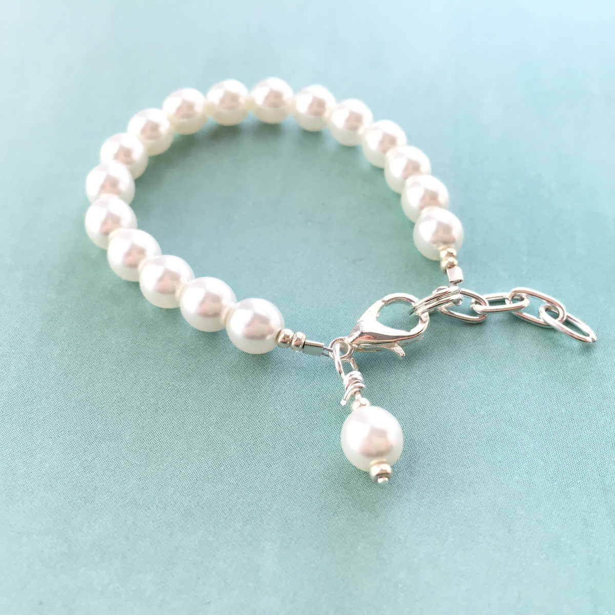 Classic White Glass Pearl Bracelet