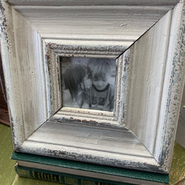Distressed 4x4 Frame