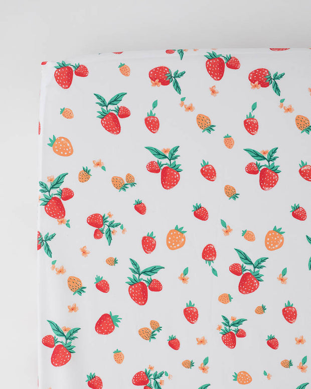 Percale Crib Sheet - Strawberry