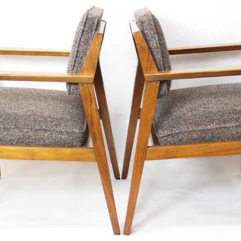 Fantastic Pair of Mid-Century Modern Walnut Lounge Chairs by Stow Davis