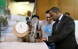 Mayor Kasim Reed with Colgate Mattress employee