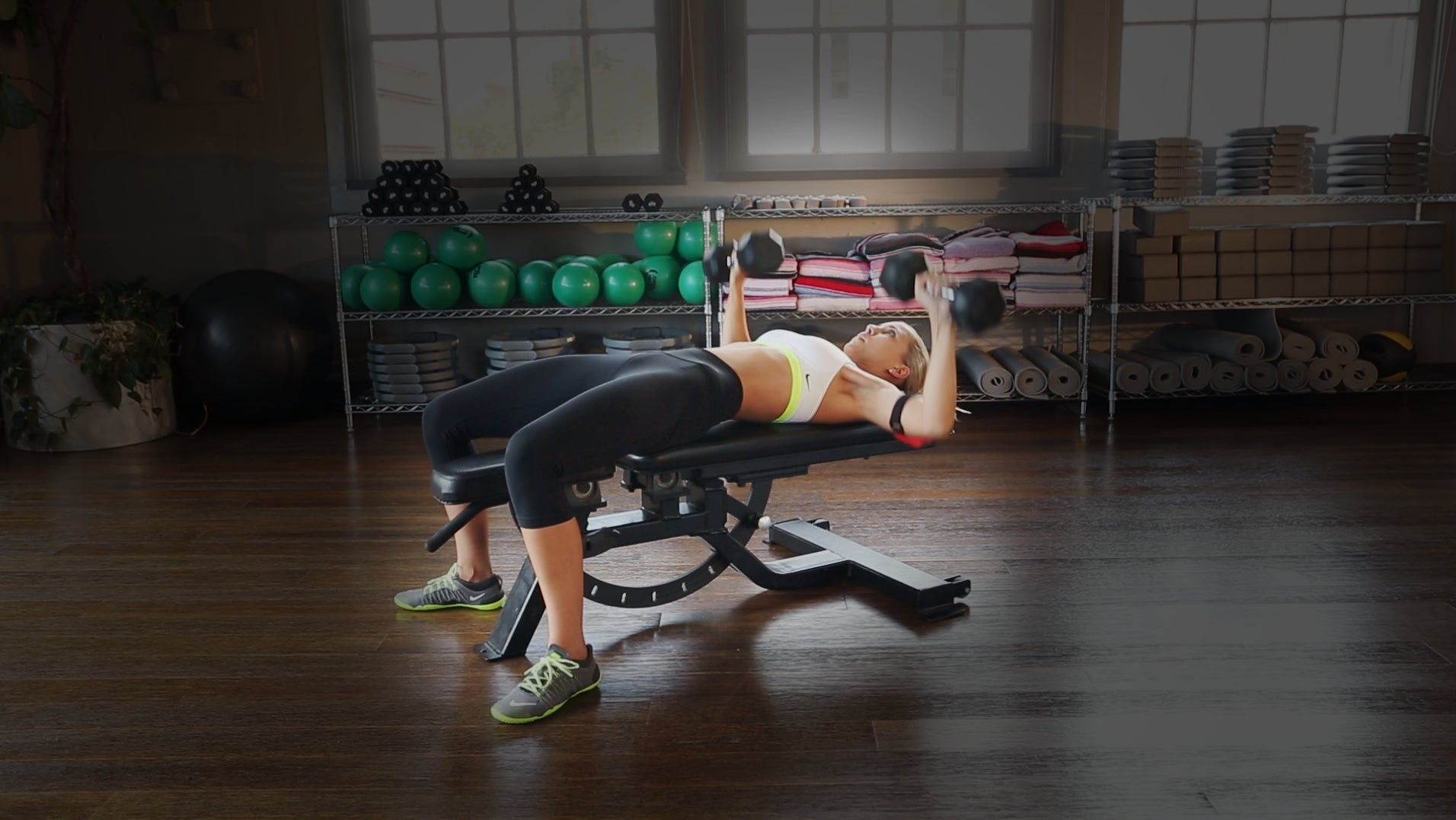 Bench Press — Dumbbell