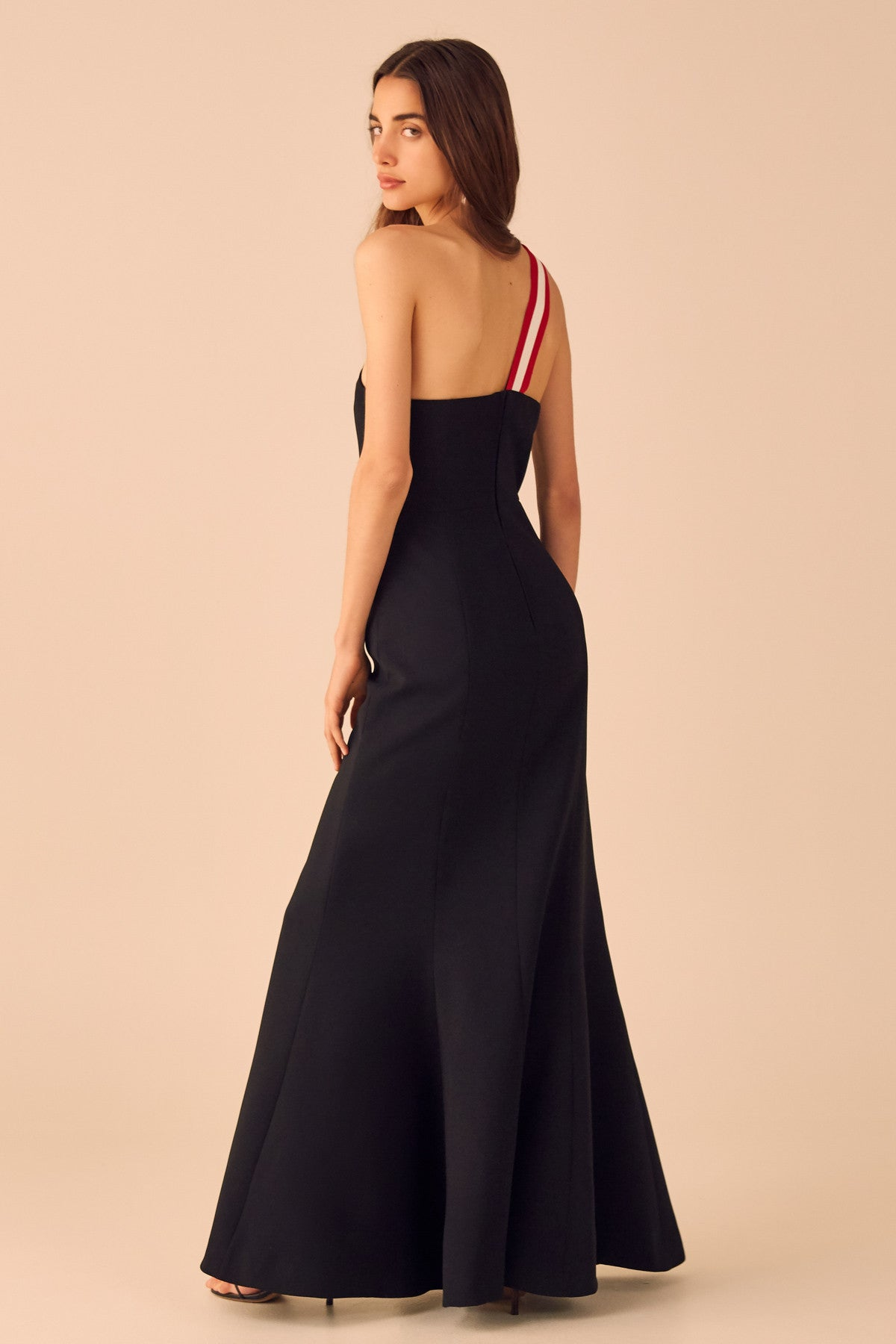 PURSUE GOWN black w red