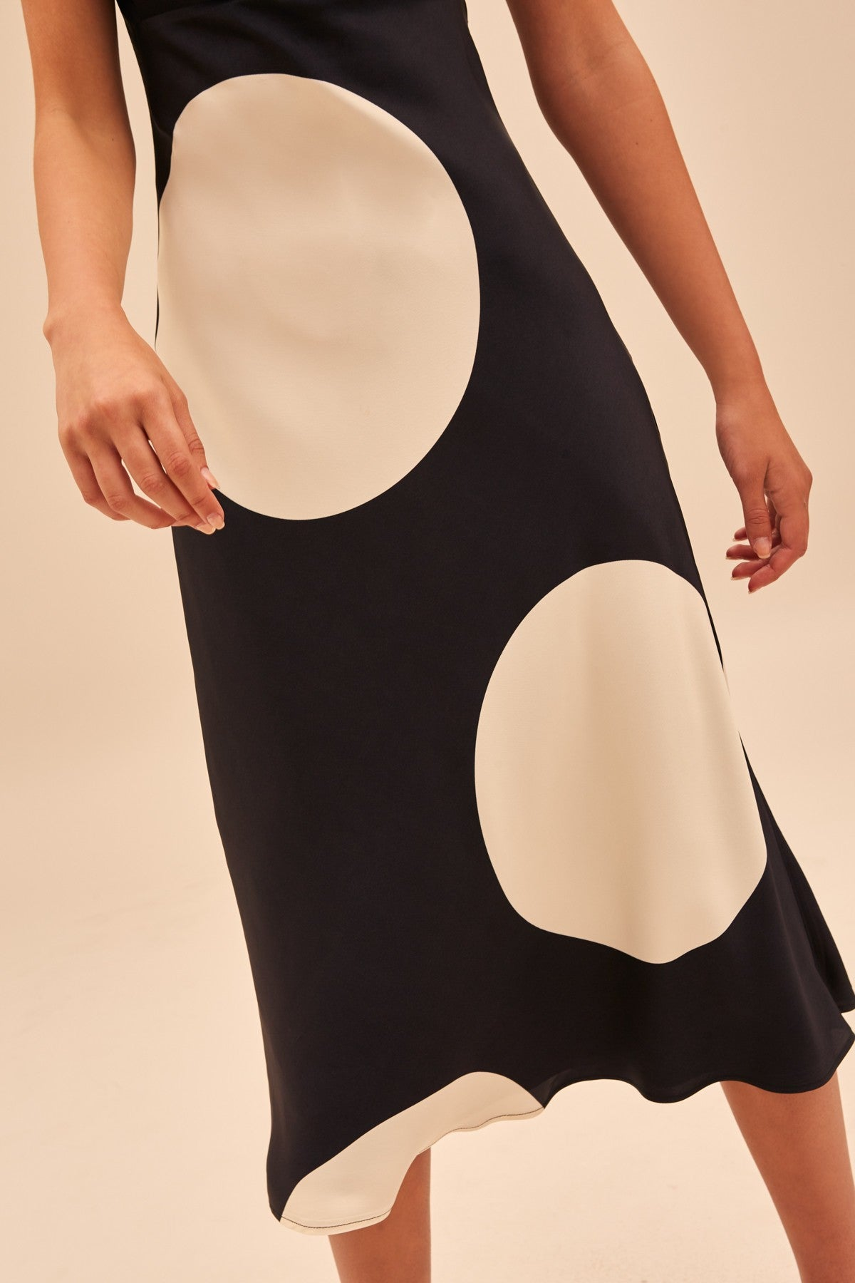 SECTIONAL MIDI DRESS black spot