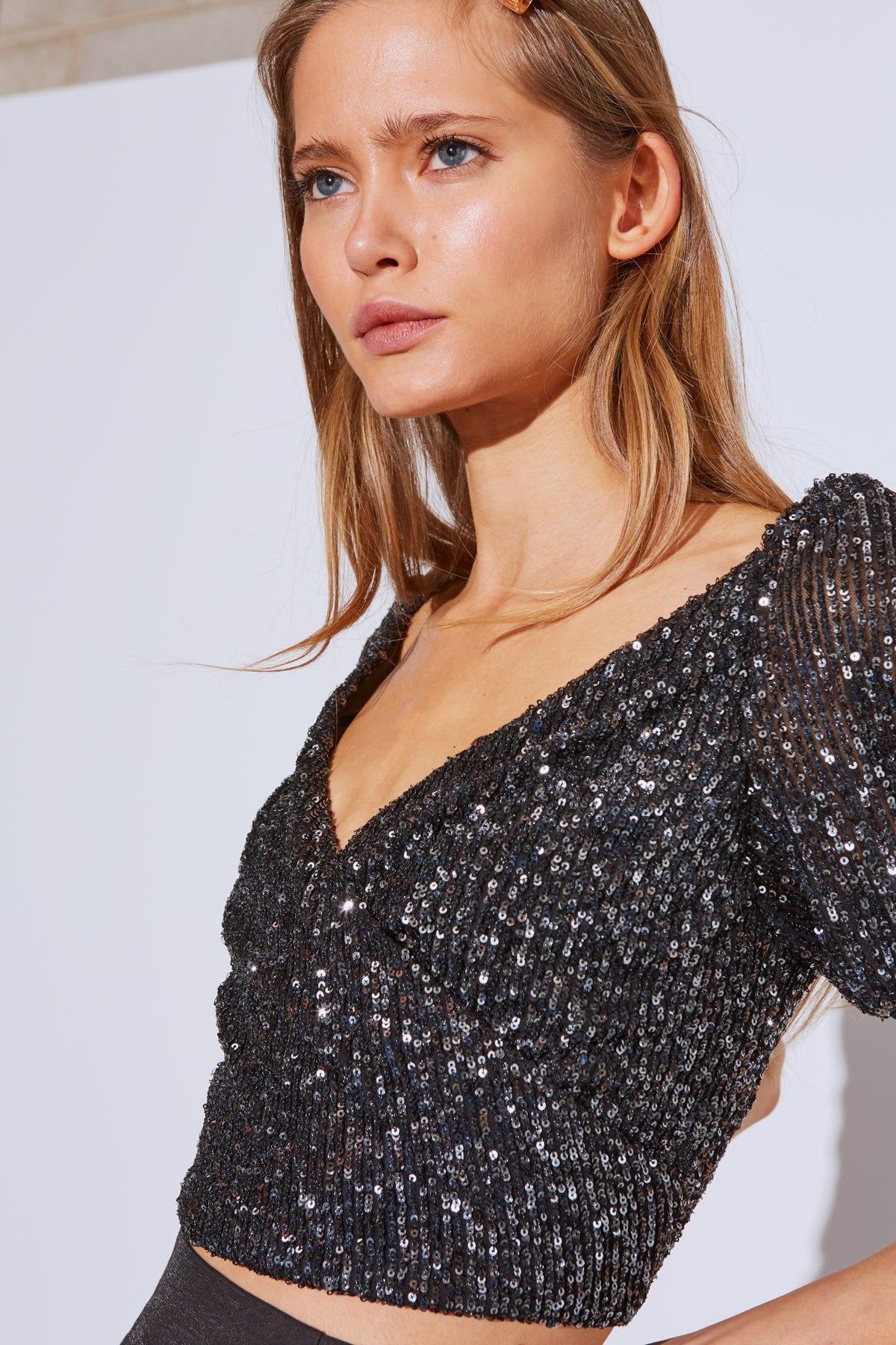 LUSTRE SHORT SLEEVE TOP black sequin