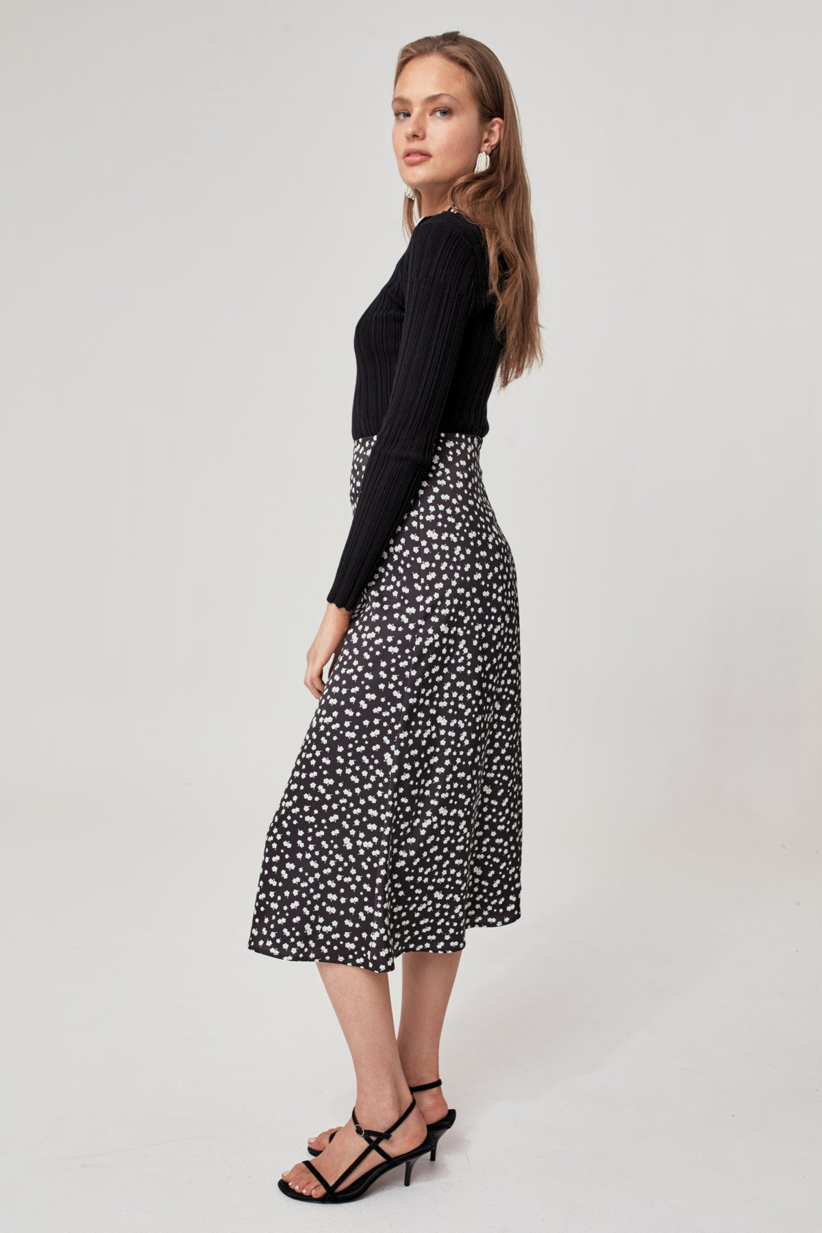 SWAY SKIRT black w cream floral