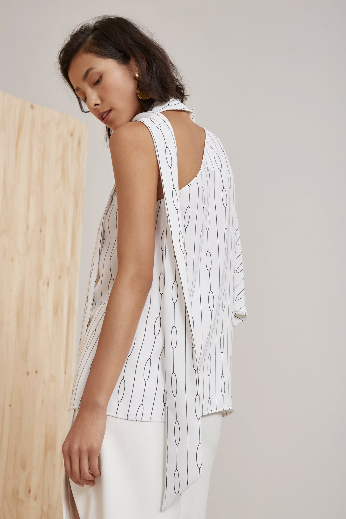 EVERLASTING ONE SHOULDER TOP ivory chain print