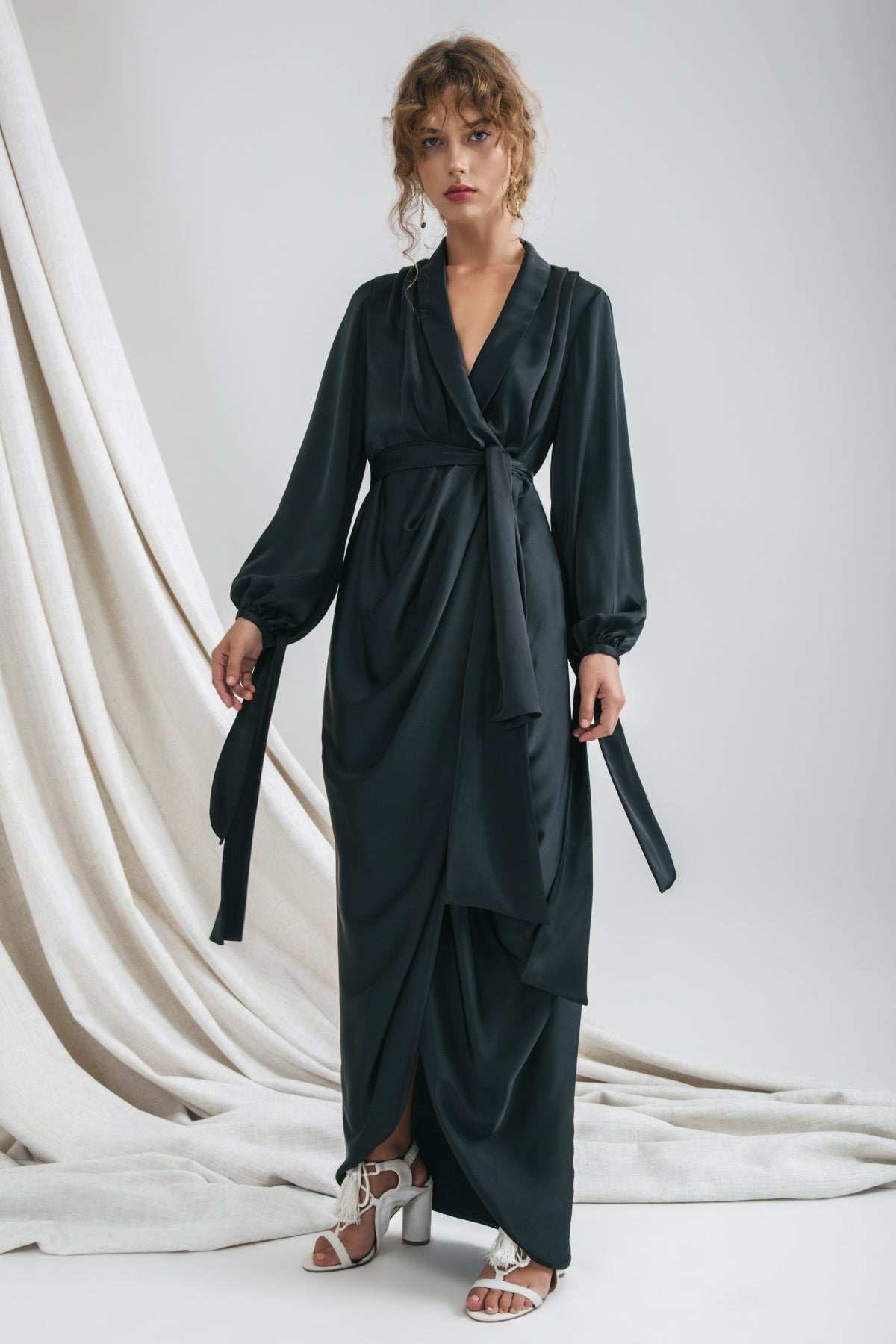 INFLUENTIAL GOWN black