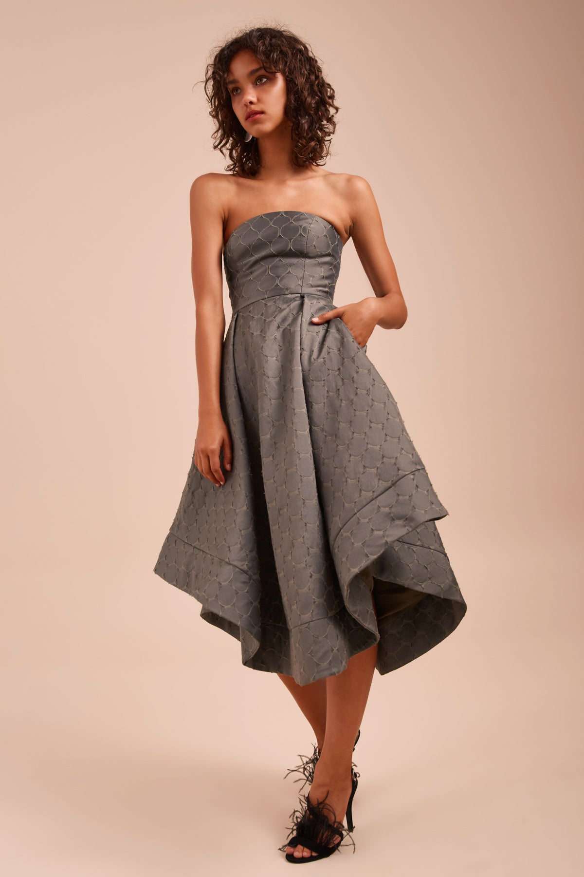 MAGNETISE STRAPLESS DRESS khaki