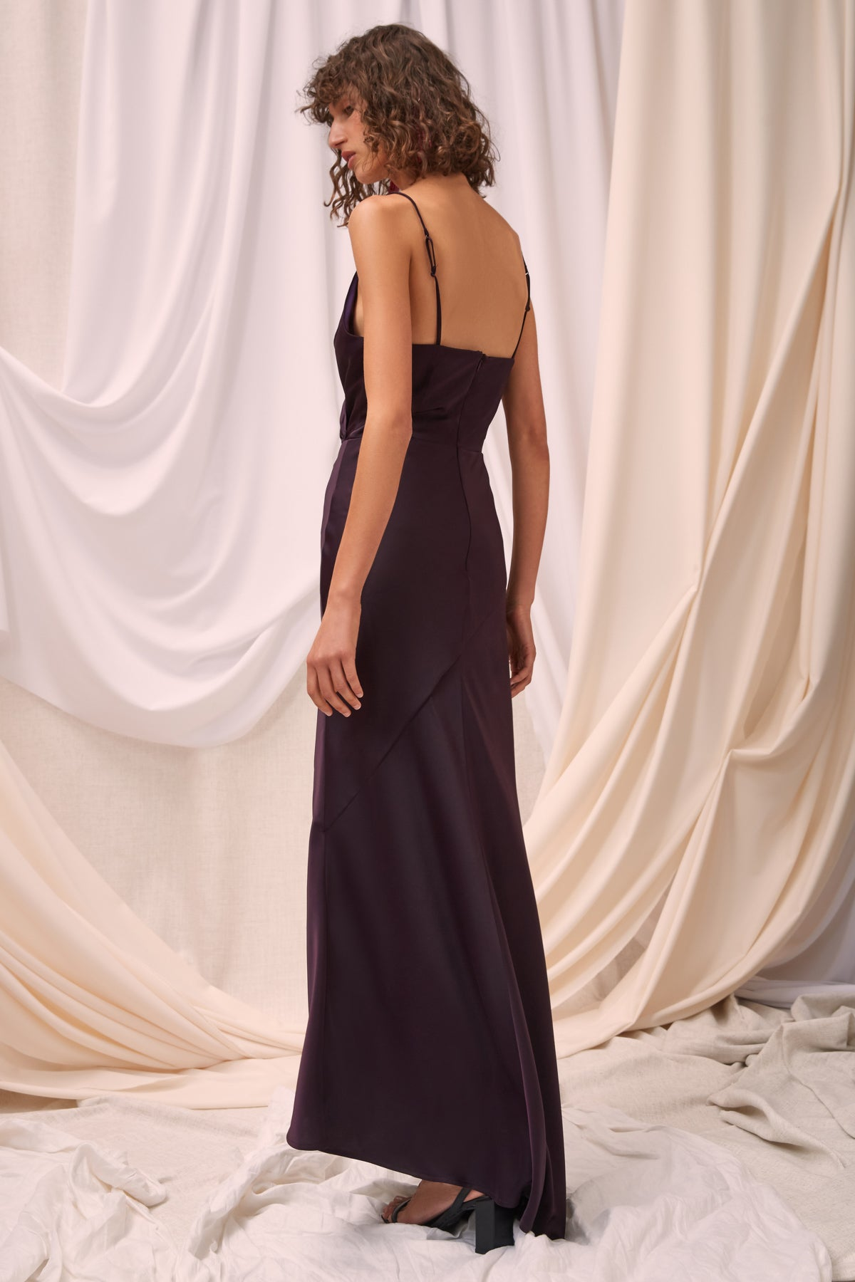 NO LESS GOWN aubergine