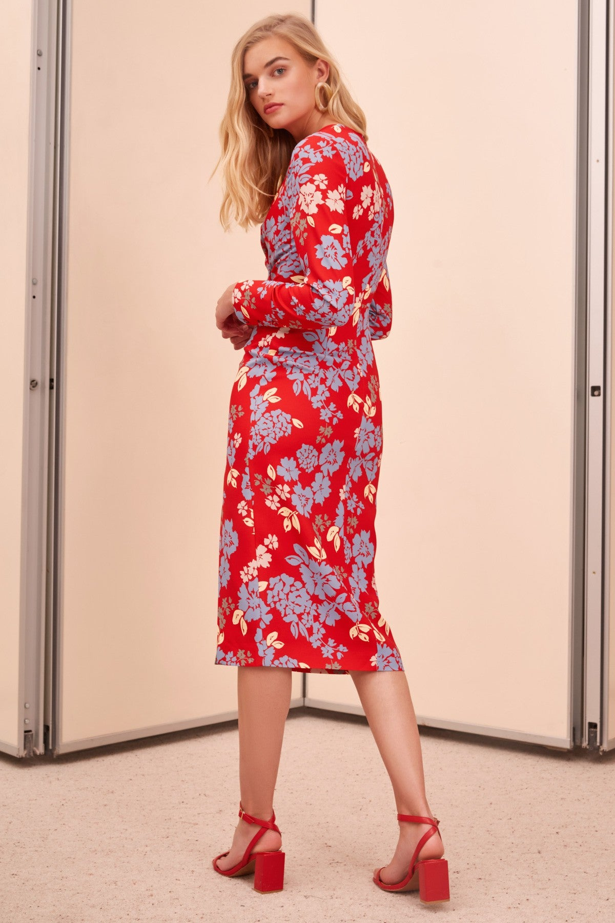 QUESTIONS LONG SLEEVE MIDI DRESS red floral