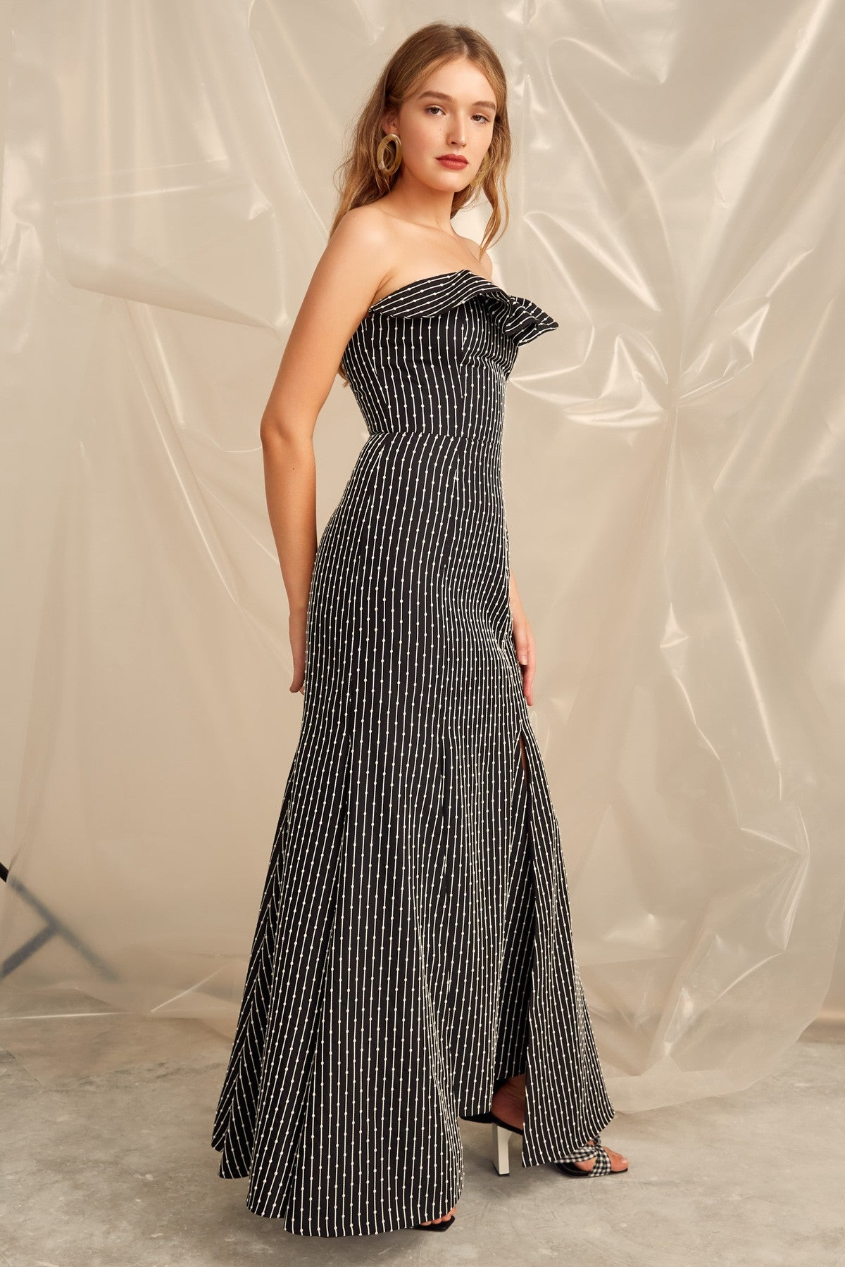 EVEN LOVE GOWN black