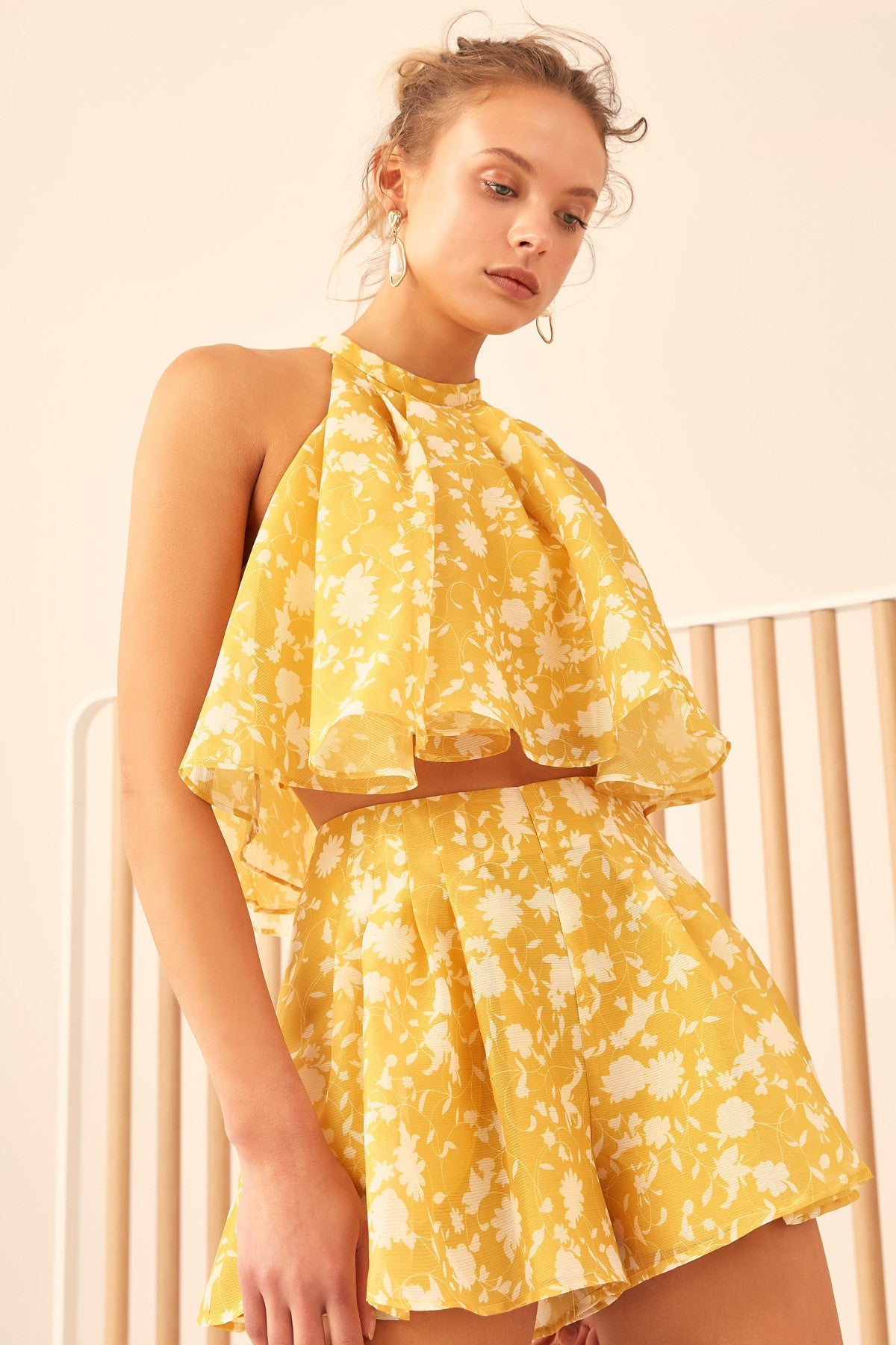 LOVE HATE SHORT yellow floral