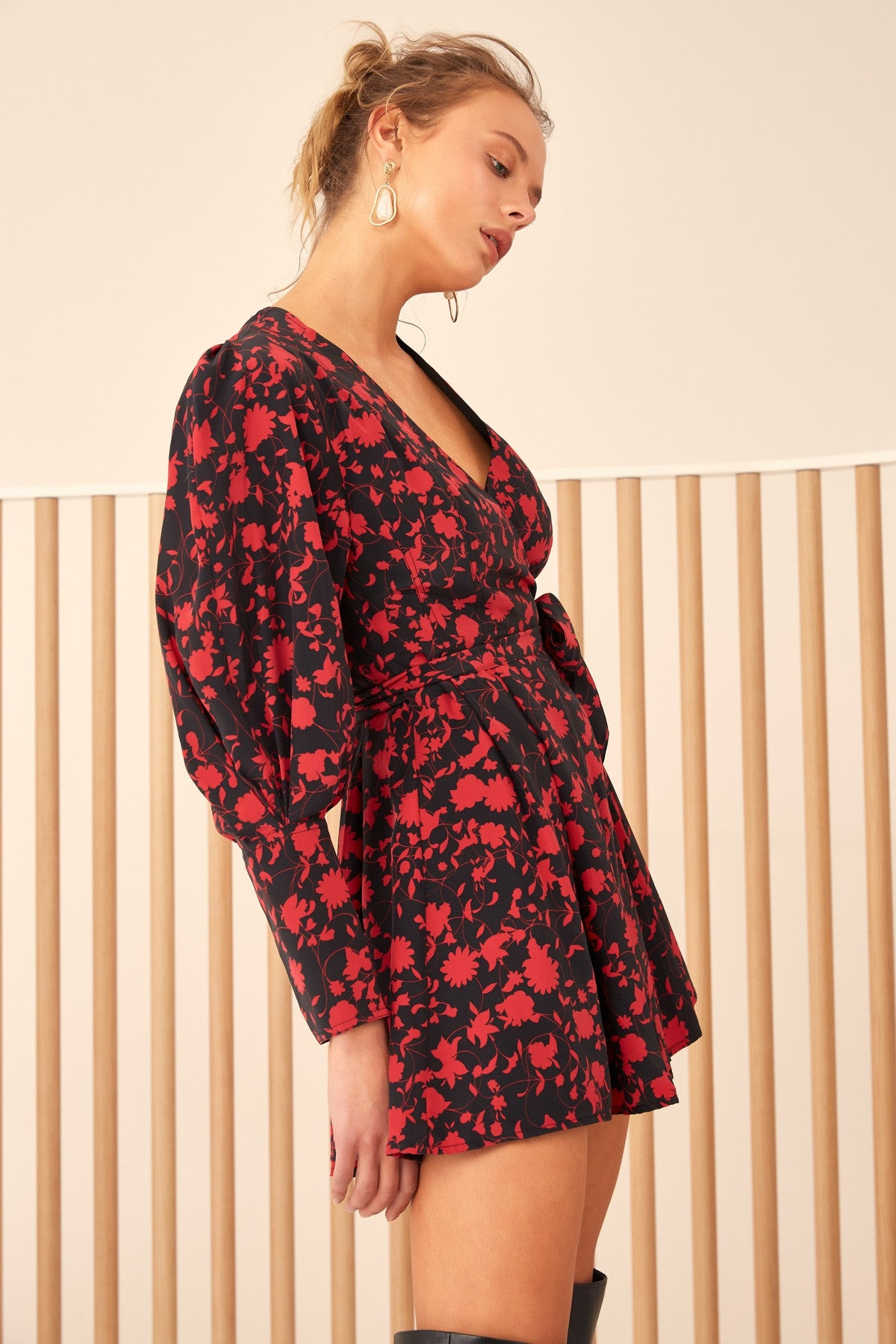 OPACITY DRESS black w chilli floral