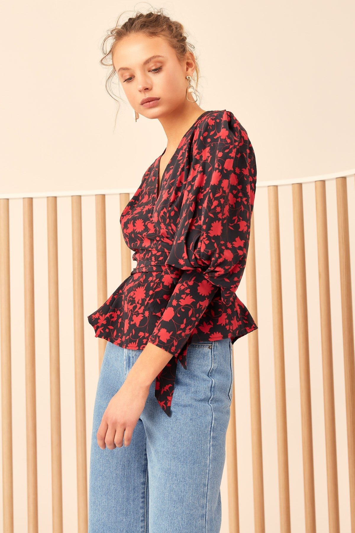 OPACITY TOP black w chilli floral