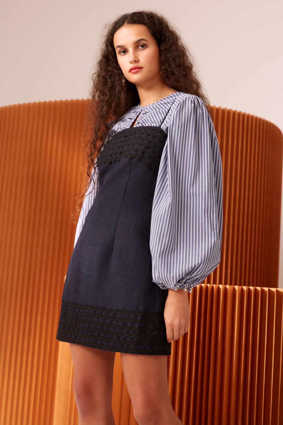 INCISE SHORT SLEEVE DRESS navy