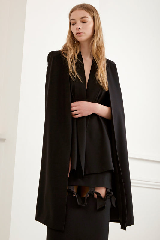 LIMITLESS CAPE black