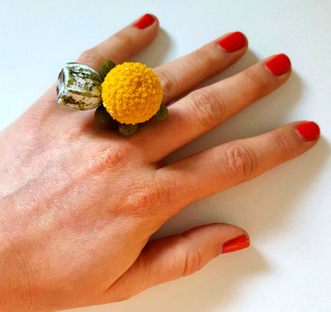 Billy Button and Tetranut fresh flower ring.