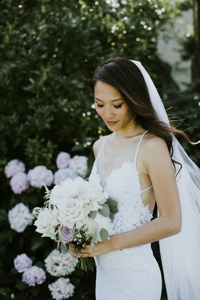 Bride with pastel bouquet