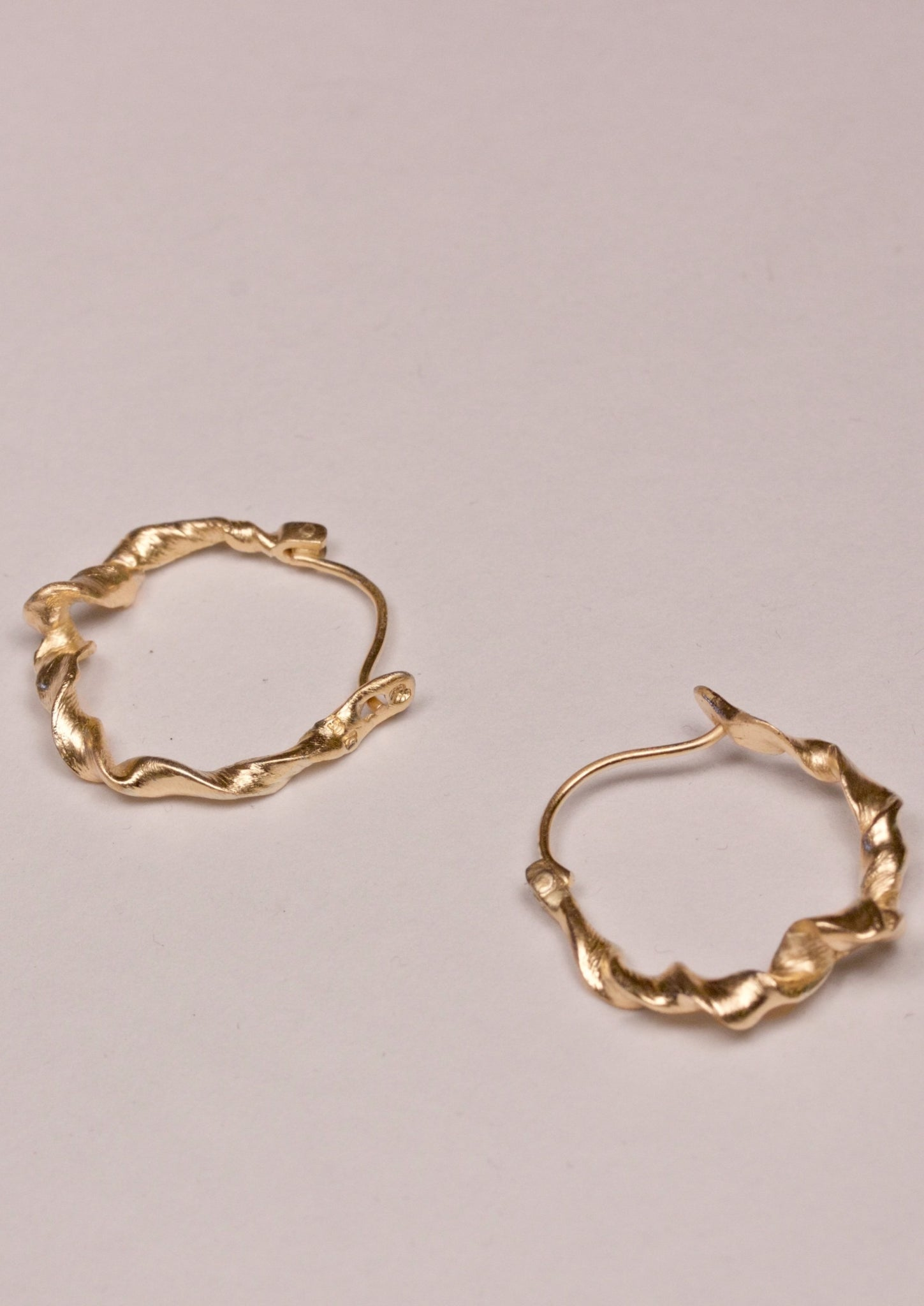 `Enriched from any repetition´gold earrings, 18 kt fairtrade gold