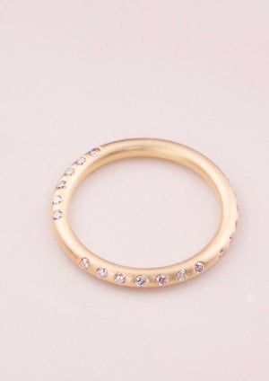SEQUENCE –  Eternity ring with 25 diamonds