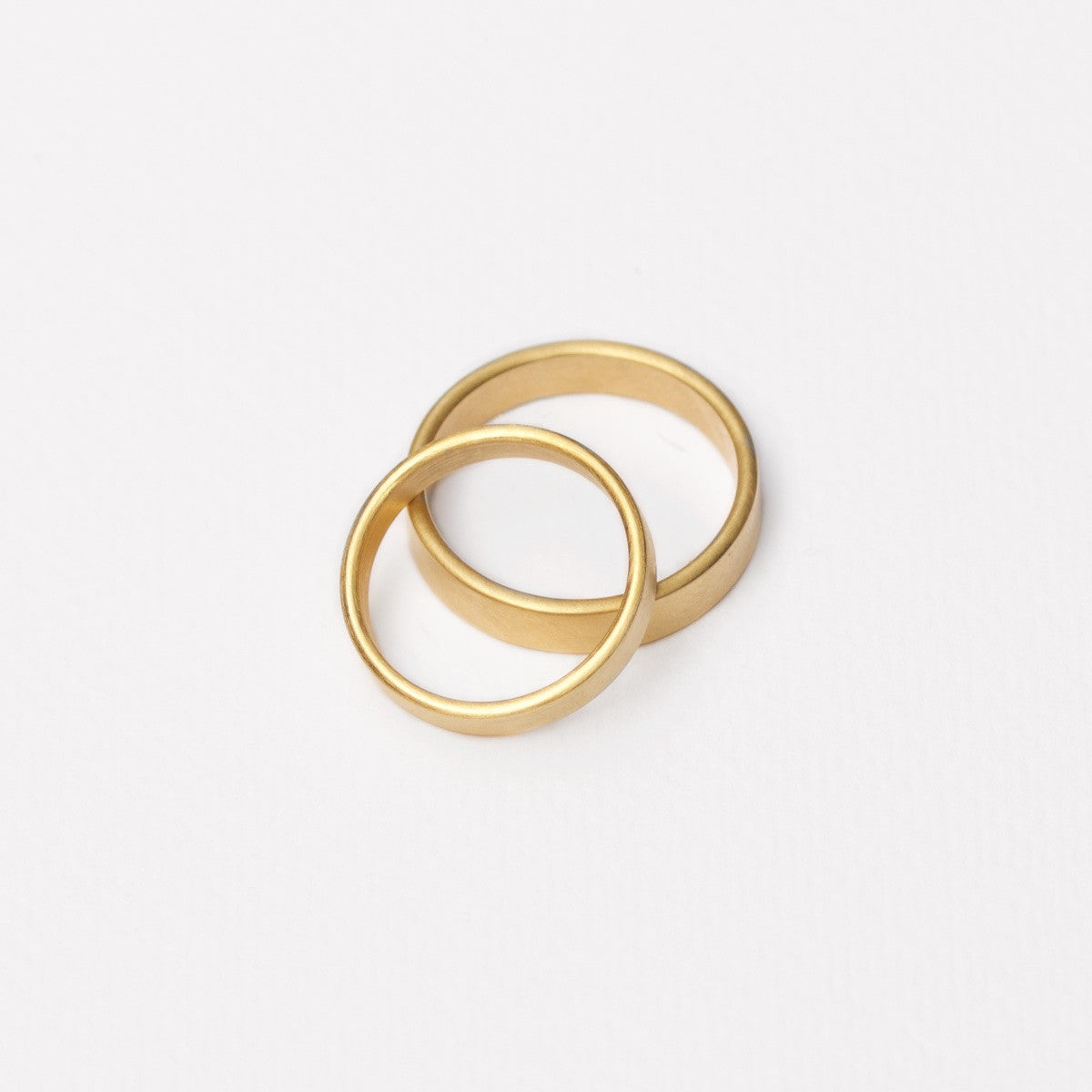 'Obround' Wide Fairtrade Gold Wedding Ring