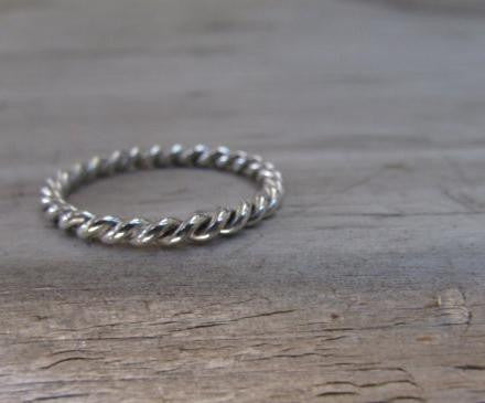 Twisted wire ring