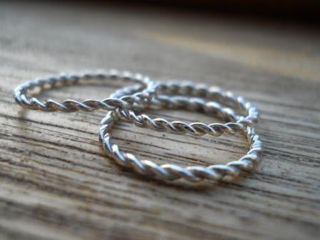 Twisted rings set of 3