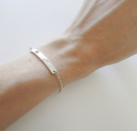 Bracelet with bar personalized engraving