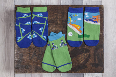 Fun 3 pair pack of snowflakes and sunflowers socks for boys