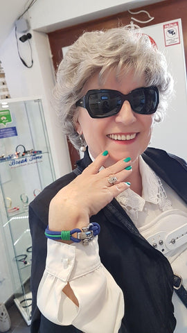Lovely lady wearing a Trogir by Break Time nautical bracelet