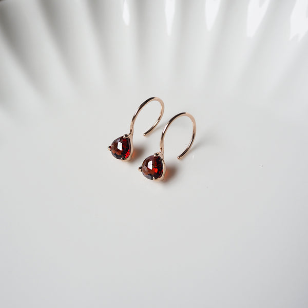 Isa Earrings - Red Garnet
