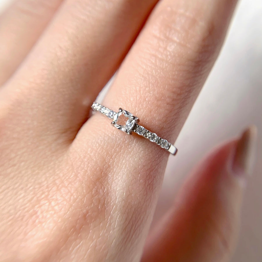 Hazel Ring - White Topaz