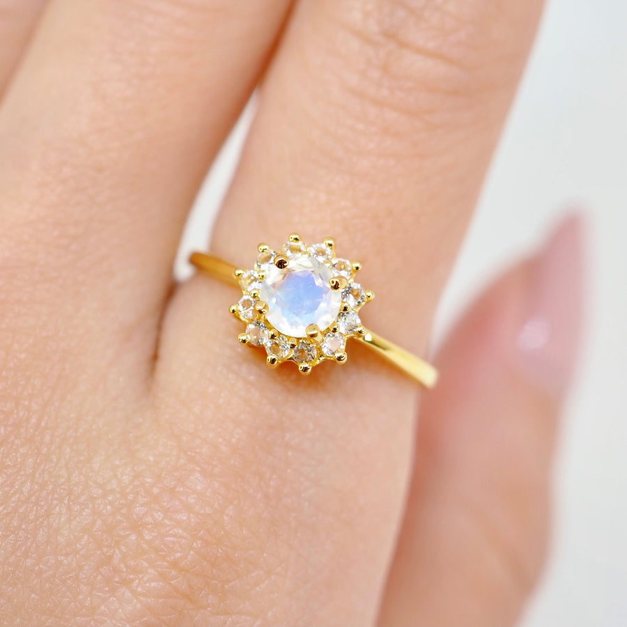Helen Ring - Moonstone (Yellow Gold)