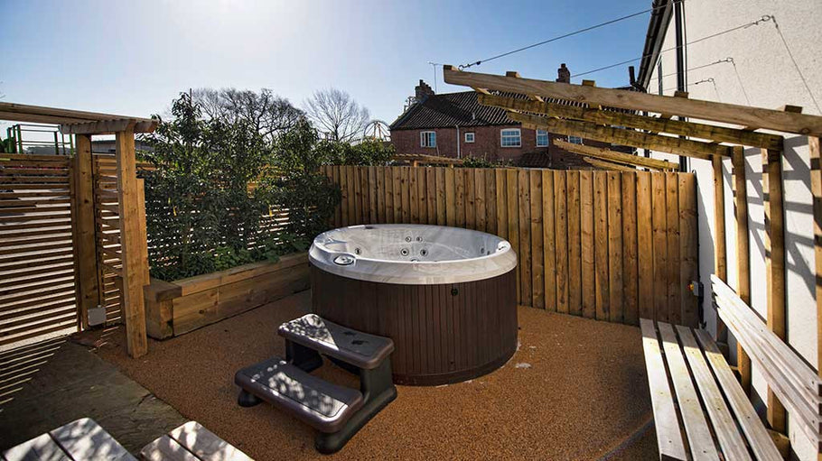 Jacuzzi: A guide to small space installations