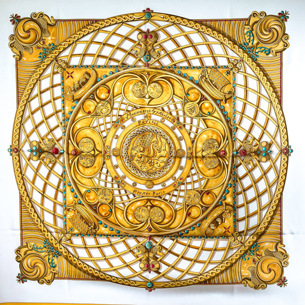 Monnaies et Symboles des Parisii Hermes Scarf in white and yellow