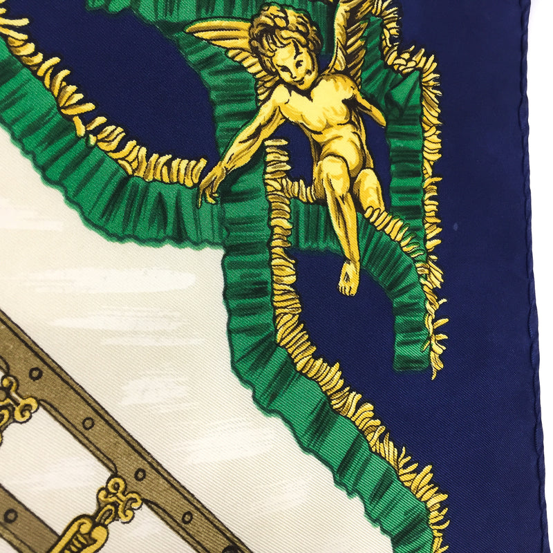 Traineaux et Glissades Hermes silk scarf close up