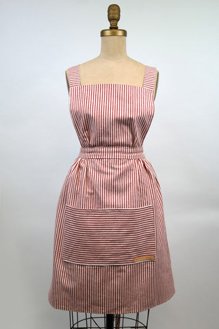 Hovden Full Apron - Red  (L & XL are available, the other sizes will be back when kids are back in school)