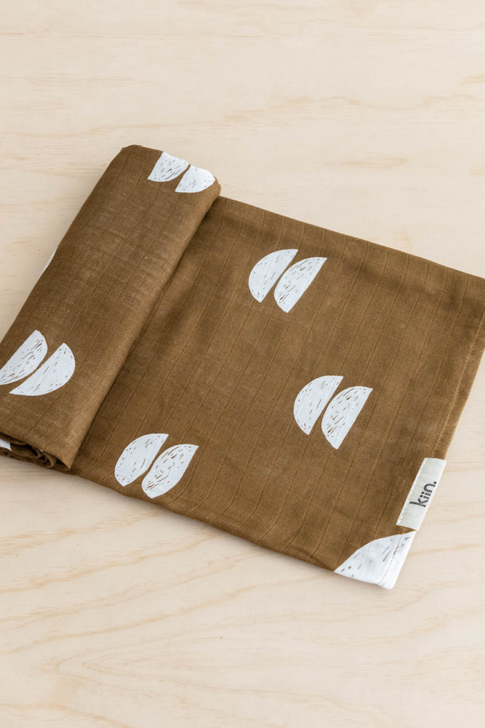 Kiin Baby organic cotton and bamboo swaddle in Umber
