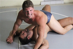 dominic dozer bodyscissors submission hold submit