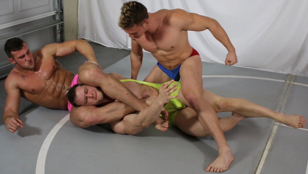 Cason puts Steel into a head scissors while Scrappy punches his abs at Thunders Arena Wrestling