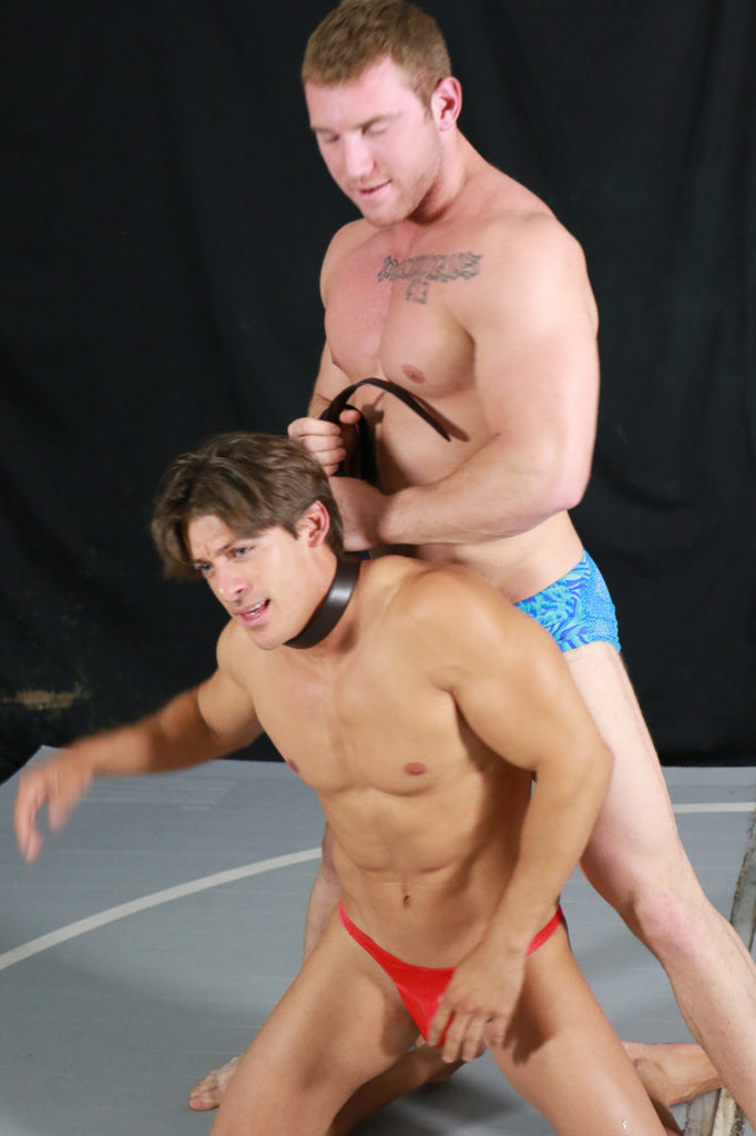 Talon tortures Zman with a submission hold in Thunders Arena