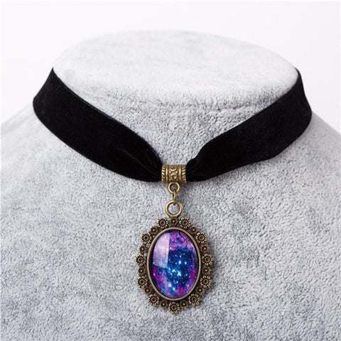 Yennefer Necklace