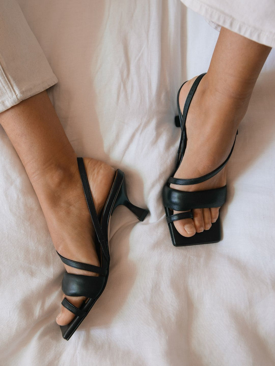 Asymmetric Straps Black