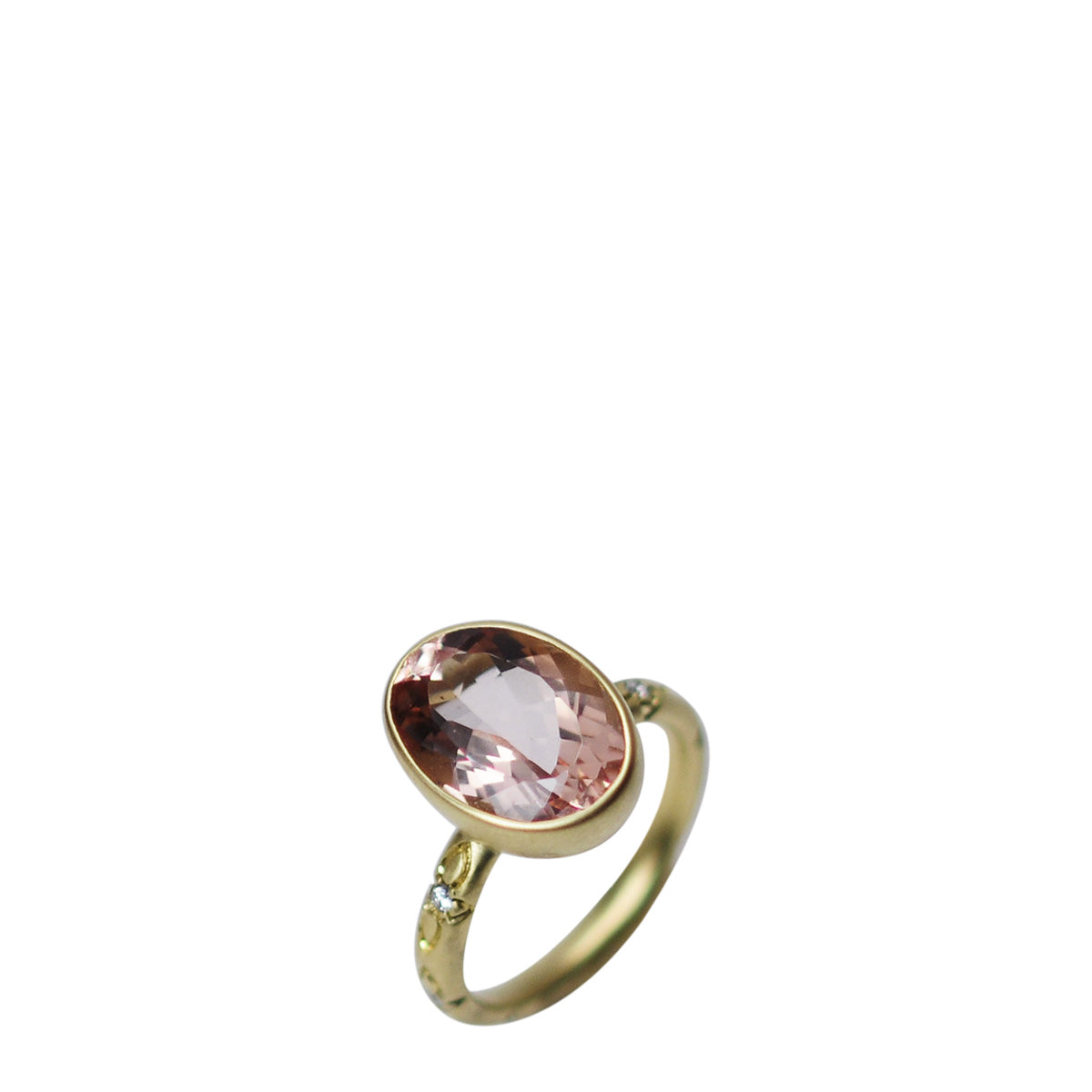 18K Gold Morganite Oval on Diamond Lotus Band