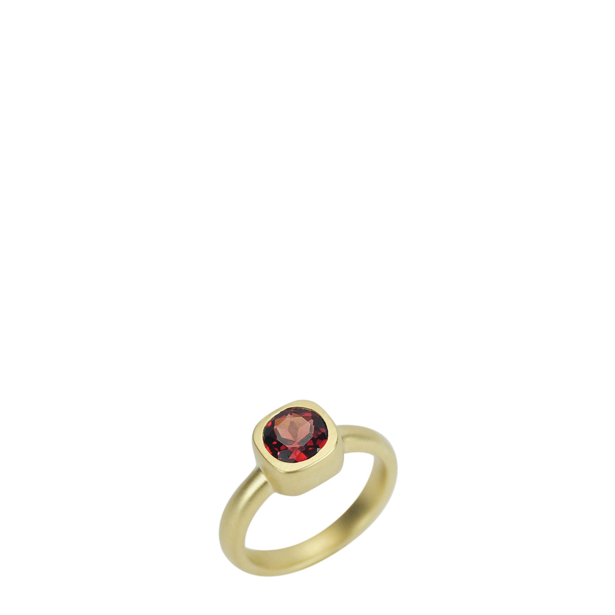 18K Gold 6MM Round Garnet Ring