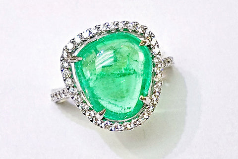 18kt White Gold Cabachon Emerald and Diamond Ring